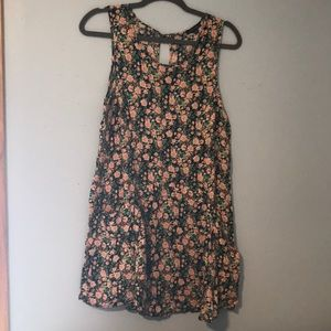 FRANCESCA'S 90s-inspired floral dress with pockets